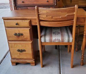 Desk & Chair for Sale in Queen Creek, AZ