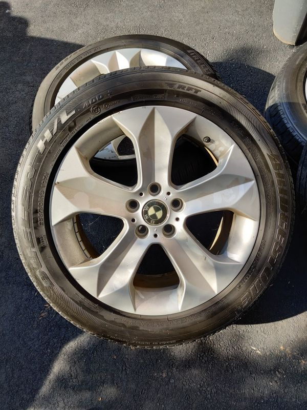 BMW x6 wheels w tires ... Good for the season one tire may need to be changed ... Some scratches on wheels. No cracks or bends