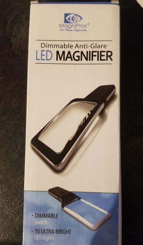 Handheld LED Magnifying Glass
