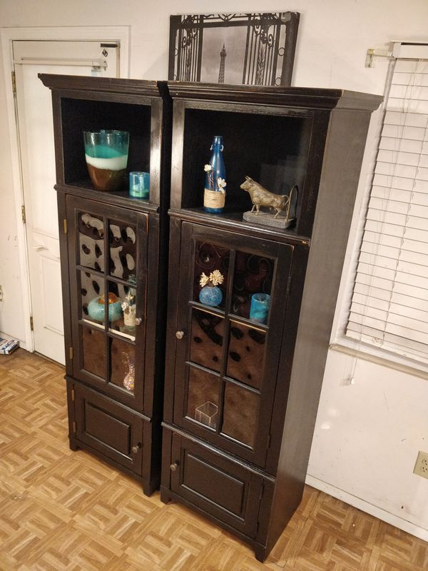 Nice 2 wooden cabinets/bookcases/entertainment center with shelves in great condition driveway pickup.