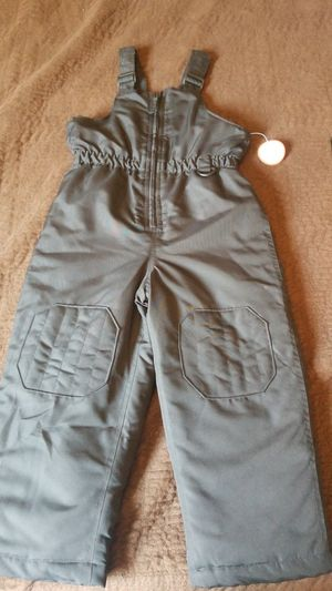 BRAND NEW Girls 5T Bib Overall Snow for Sale in Delano, CA
