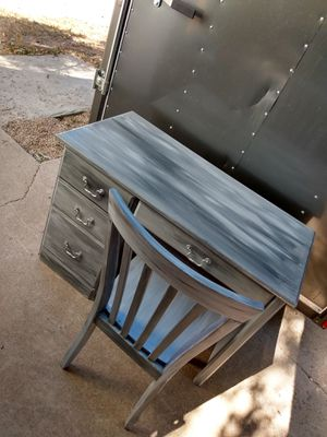 Desk & Chair (free delivery) for Sale in Colorado Springs, CO