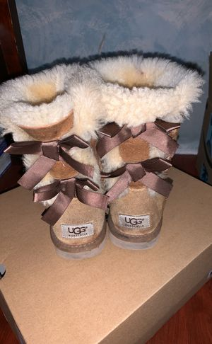 UGG BOOTS SIZE 5Y for Sale in San Francisco, CA