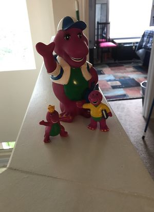 Barney---vintage plastic figures 7 in, 3 in, and 2 in. 7 in is a bank for Sale in Nolanville, TX
