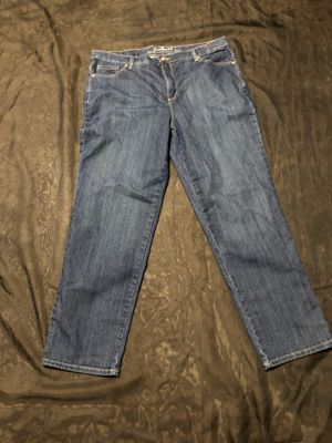 Riders By Lee Mid Rise Straight Leg Jeans Women's Size 18M excelente conditions for Sale in San Bernardino, CA