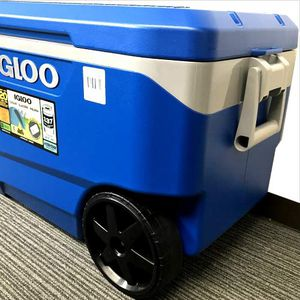 Igloo Cooler with Wheels - Latitude 90 Quarts - Fits up to 137 Cans - Up to 5 Day Ice Retention - STILL AVAILABLE ✅ for Sale in Lynnwood, WA