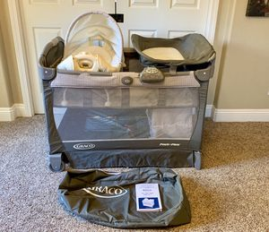Graco Pack 'n Play Playard w/Cuddle Cove Removable Seat for Sale in Clovis, CA