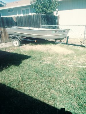 12 ft aluminum boat w/ trailer and motor for Sale in Stockton, CA