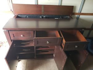 TV stand with automatic TV mount for Sale in Riverdale Park, MD