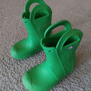 """Crocs Kids Handle It Rain Waterproof Boots Blue Pull On Unisex Boots green. Condition is """"Pre-owned"""". Please see all pictures for details for Sale in Lake Elsinore, CA"""