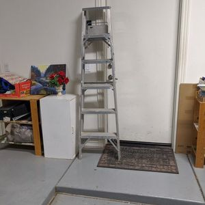 Cuprum 6 Feet Ladder With Tool Rack for Sale in Chandler, AZ