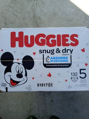 Huggies snug dry size 5/132 diapers for Sale in Gardena, CA