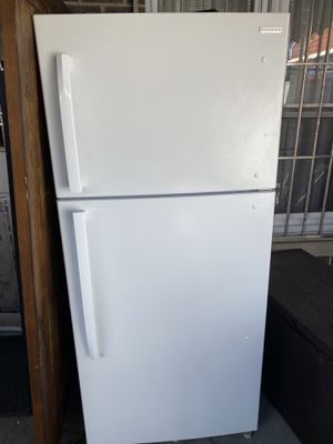 Insignia refrigerator (like new) for Sale in Brooklyn, NY