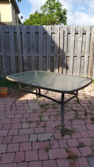 FREE Backyard table, it has rust, and a little broken areas. Glass is good. for Sale in Cutler Bay, FL