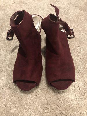 Burgundy size 7 heels for Sale in Fort Washington, MD