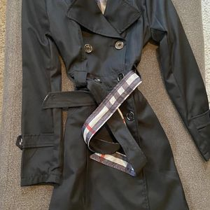 Women Burberry Coat W/ Scarf for Sale in Chicago, IL