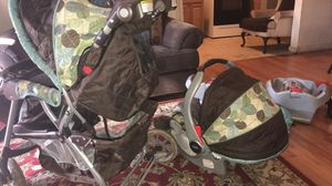 Greco Snug ride car seat and stroller set date Expired if you have a newborn baby to go to the hospital they will say you need a new one but good if for Sale in Meriden, CT