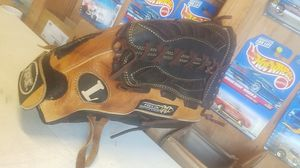 """Slowpitch softball glove, Helix Series , 13"""" for Sale in Whittier, CA"""