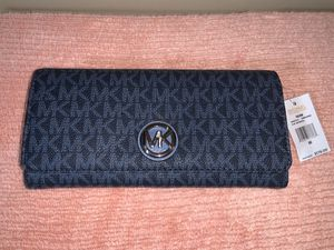 Michael kors wallet brand new for Sale in Chicago, IL