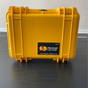 Yellow pelican 1120 Case With Foam for Sale in Atlanta, GA