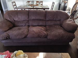 Free couch - needs repairs for Sale in Blythewood, SC