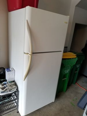 Refrigerator/freezer (Frigidaire) for Sale in Beaverton, OR