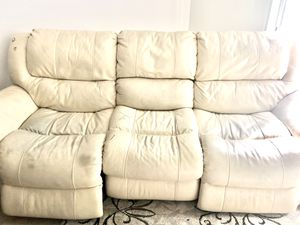 3 seater power recliner couch, free storage ottoman with purchase for Sale in MIDDLEBRG HTS, OH