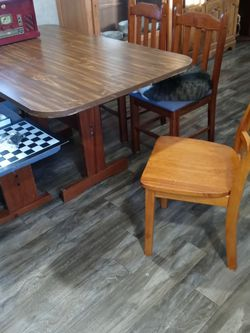 """Dining Room Table And 4 Chairs 591/2""""length 35 1/2 Width for Sale in Greensburg,  PA"""