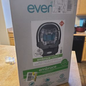 EVENFLO EMBRACE INFANT CAR SEAT (NEW IN BOX) for Sale in Avondale, AZ