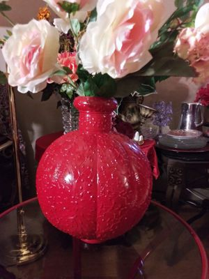 """VINTAGE METAL VASE W/ARTIFICIAL FLOWERS 26"""" H. NORMAL WEAR $30.00 ENGLISH-SPANISH for Sale in Mesa, AZ"""