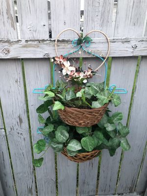 Cute plant holder. for Sale in Columbus, OH