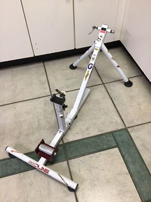 BLACKBURN BICYCLE INDOOR TRAINER STATIONARY FOR ANY BIKE READY. for Sale in Miami, FL