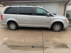 2008 Chrysler Town & Country mechanic special for Sale in Chicago, IL