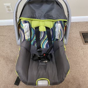 Evenflo Infant car seat and base for Sale in Nashville, TN