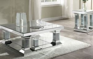 "40"" mirrored coffee table for Sale in North Las Vegas, NV"