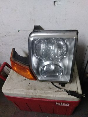 07 Jeep Commander right headlight for Sale in Cleveland, OH