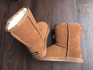 Brand New girls boots Lamo, 3us (big kids) for Sale in Denver, CO