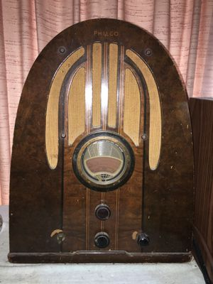 Antique 1930's Philco cathedral arch table top radio for Sale in Needville, TX