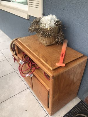 Cabinet for tv good condition with wheels for Sale in NEW PRT RCHY, FL