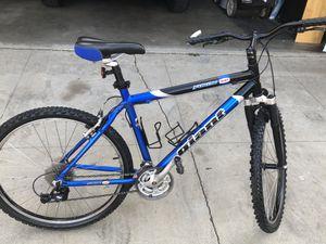 Giant Mountain bike for Sale in Riverside, CA