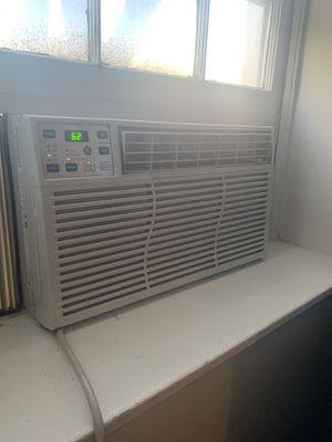 4 yr old AC Window Unit for Sale in Washington, DC