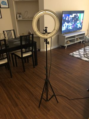 NEEWER RING LIGHT for Sale in Wellington, FL