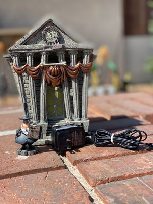 Nightmare Before Christmas Village Town Hall (DEPT 56) for Sale in San Bernardino, CA