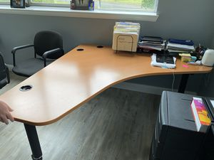 Well Built L- Shaped Office Desk - GREAT CONDITION! for Sale in Camden, NJ