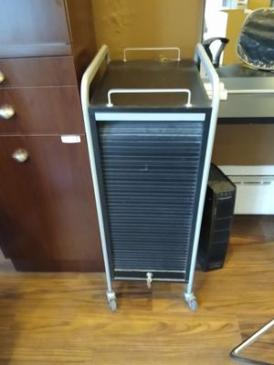 High End salon furniture- salon rollabout cart for Sale in Buffalo, NY