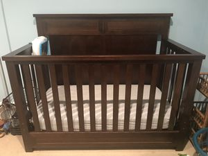 Crib & Changing Table Set for Sale in Altadena, CA