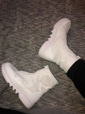 Air Jordan 1 Jester XX High Top - Women's size 7 - off white for Sale in Fort Wayne, IN