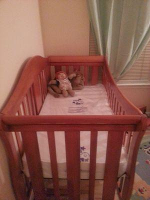 Crib - Davinci 4-in-1 Convertible Crib for Sale in Washington, DC