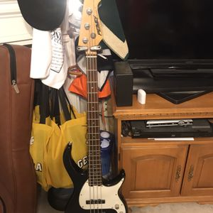 Peavy Milestone Bass Guitar for Sale in Kennesaw, GA
