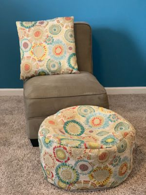 Chair w/ottoman & pillow for Sale in Newburgh, IN